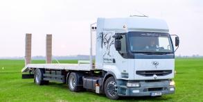 Zahrady snů Daniel Purgert, naše technika, Renault tahač návěsů, pro přepravu strojů, uveze 15t